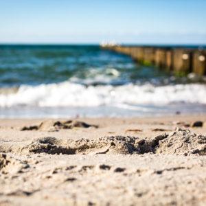 Strand Ahrenshoop. Ferienwohnung mieten im Ostseebad Prerow auf der Habinsel Fischland-Darss-Zingst. Urlaub an der Ostsee. Bild: Sebastian Lehmann - L-S-Photographie.de