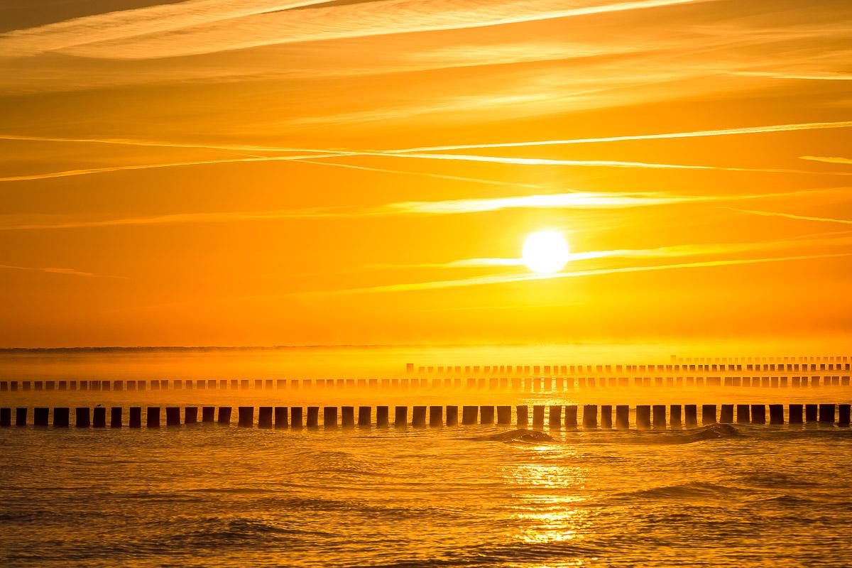 Sportstrand Prerow im Sonnenaufgang mit Blick auf Zingst